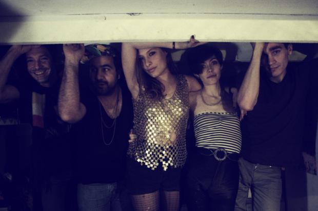 Friends alarga la racha con Manifest!, su primer LP