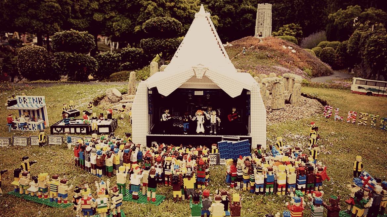 El Legoland de Windstor construye su propio Glastonbury