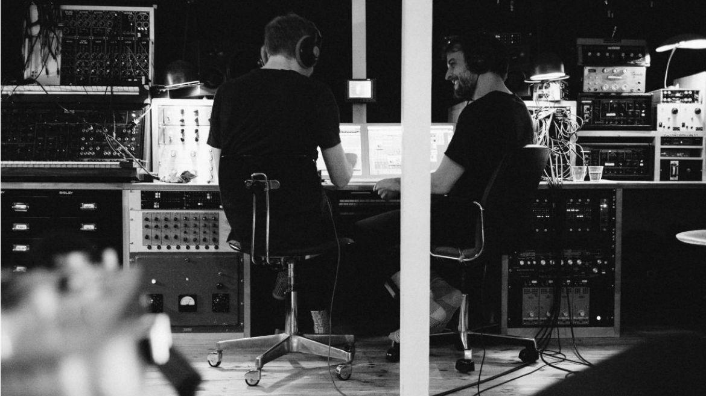 Nils Frahm y Ólafur Arnalds estrenan improvisación para Erased Tapes