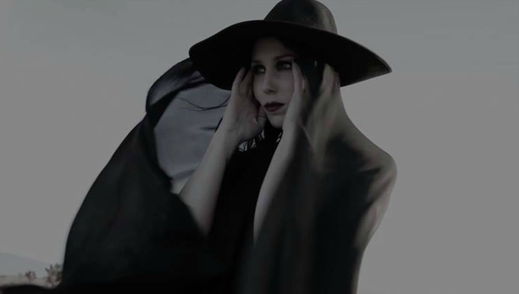 Chelsea Wolfe repite impacto visual con Kings