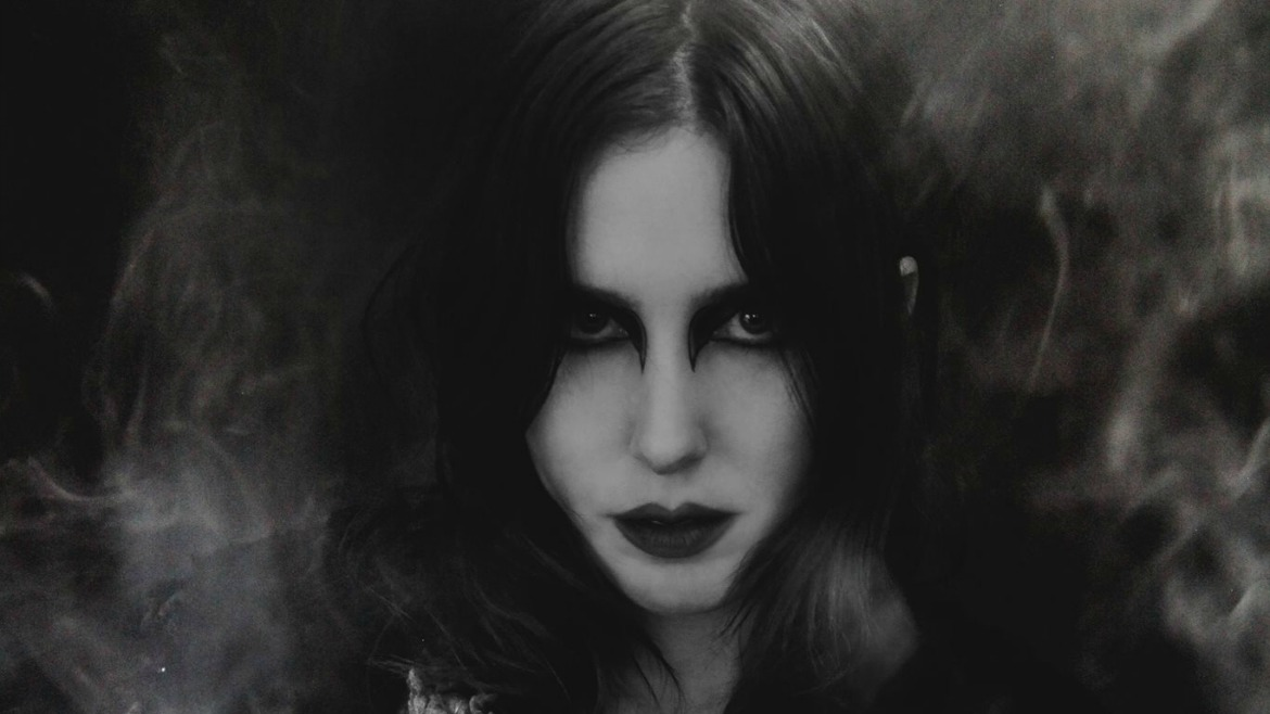 Chelsea Wolfe se pone épica con Carrion flowers