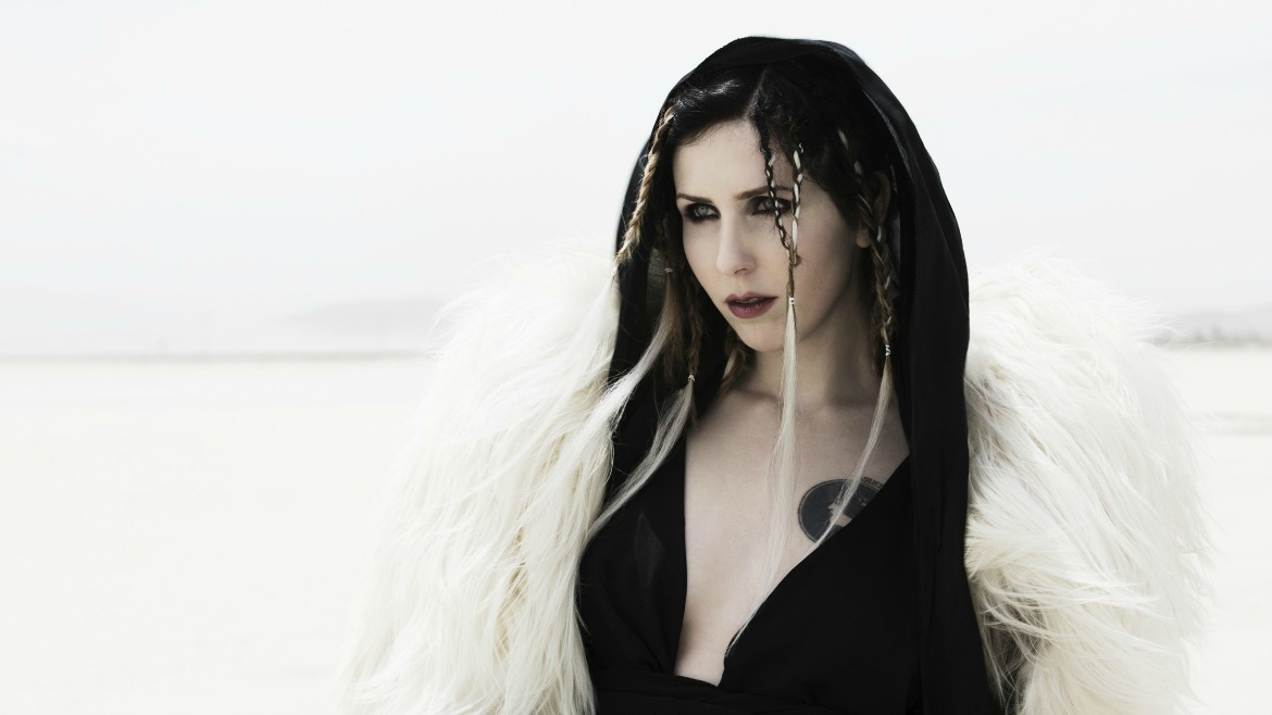 Chelsea Wolfe: oscura y envolvente con Carrion flowers