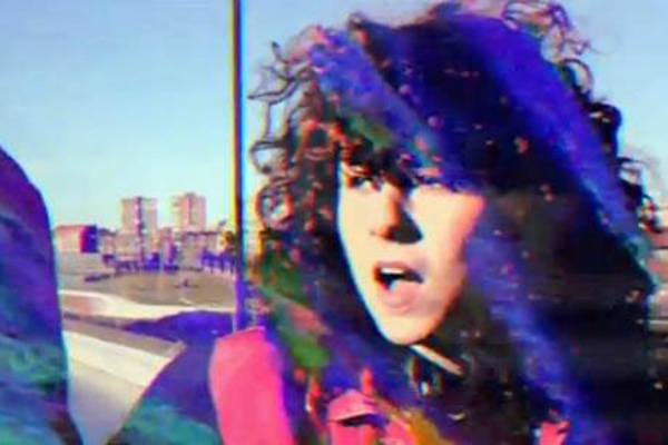 Cosmen Adelaida presenta el videoclip para Si quieres, salgo