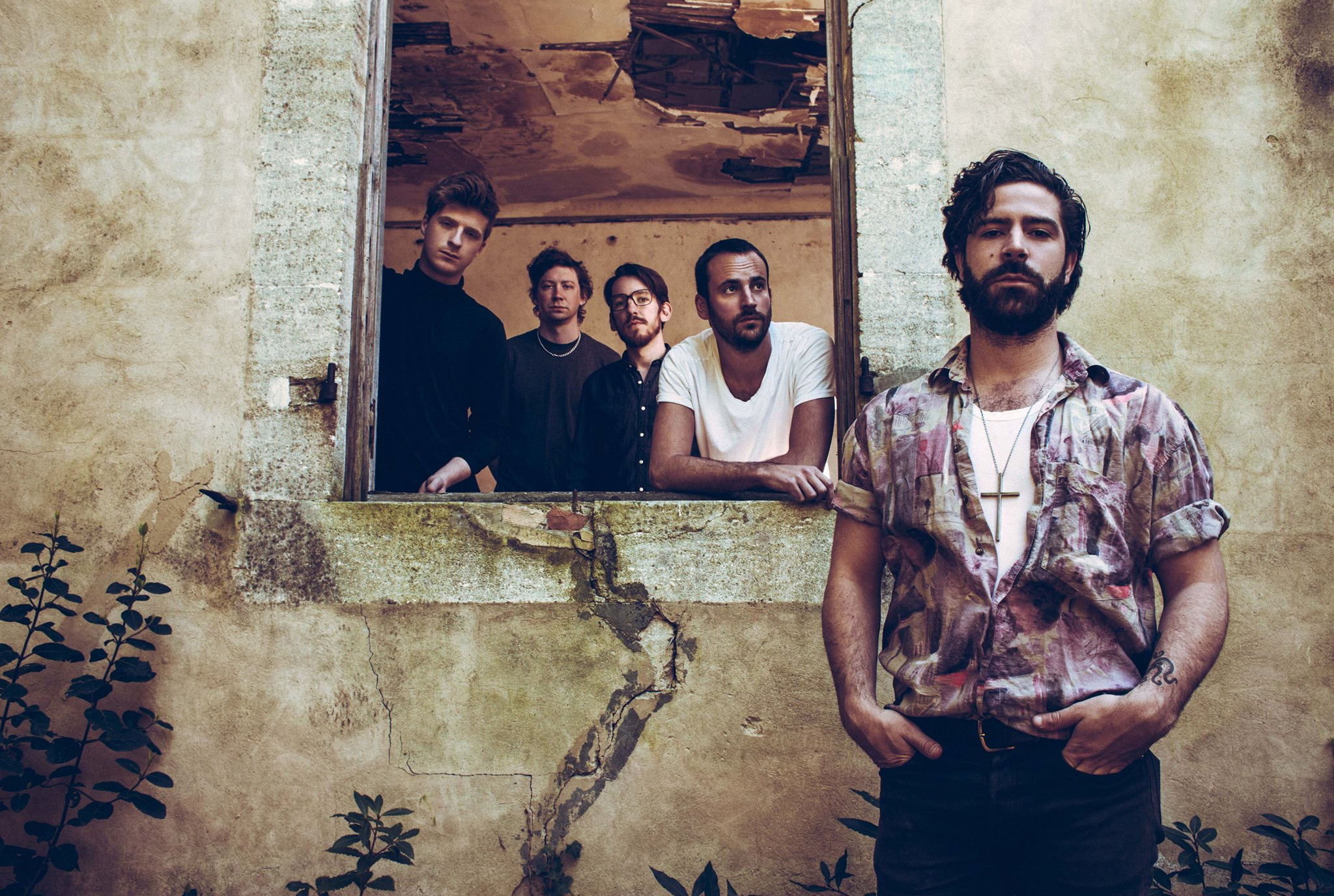 Foals ofrecen una versión intimista de 'Give it all'