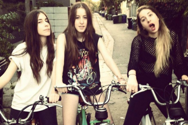 [Flash video] HAIM queman otra etapa y presentan el clip de The wire