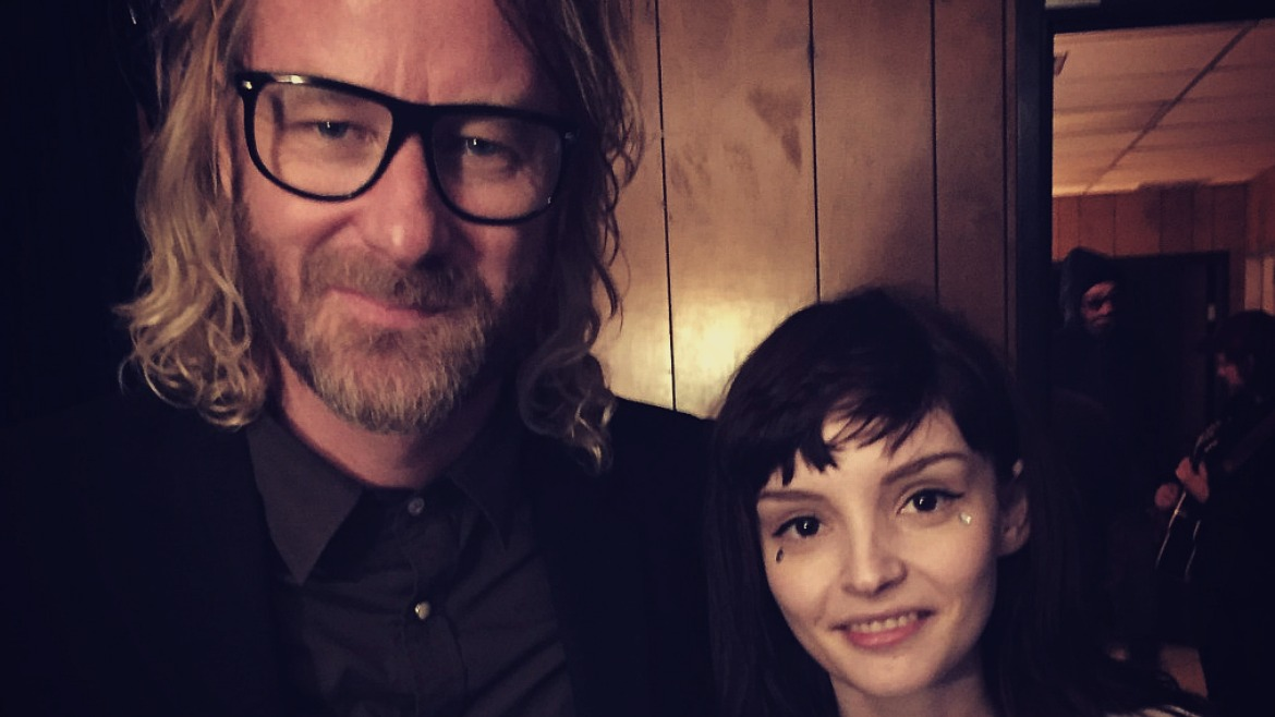 Lauren Mayberry (Chvrches) canta 'I need my girl' con The National