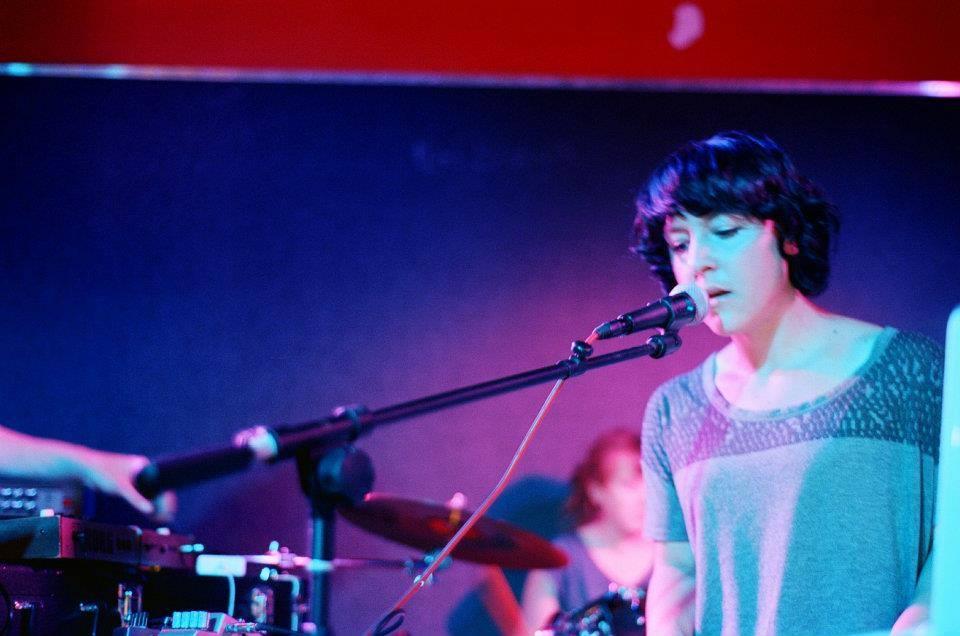 Mmdelai: Annemarie Duff (Miniatures) presenta tema en solitario, Ray wave