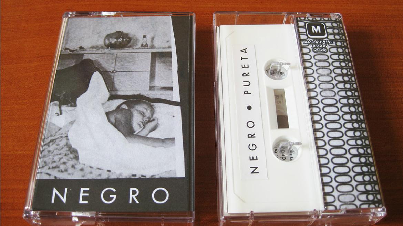 Negro lanza Pureta en cassette de la mano de Mascarpone