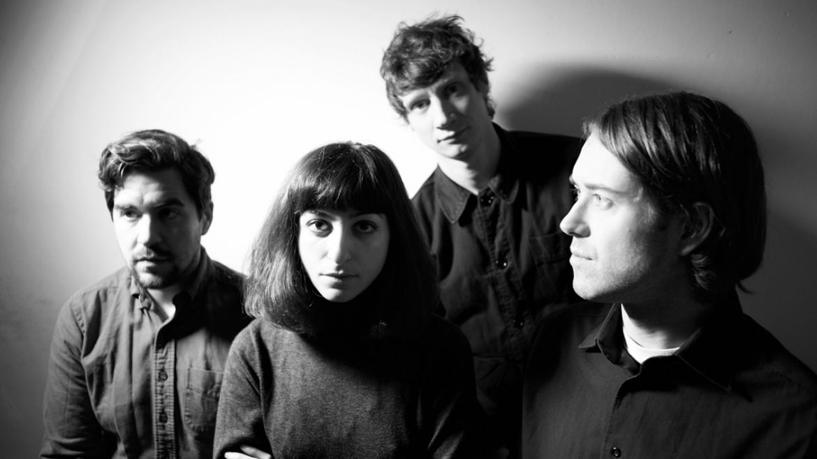 Sauna Youth se confirman con Distractions