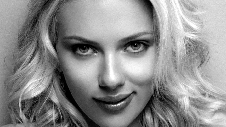 Scarlett Johansson y Este Haim lideran The Singles