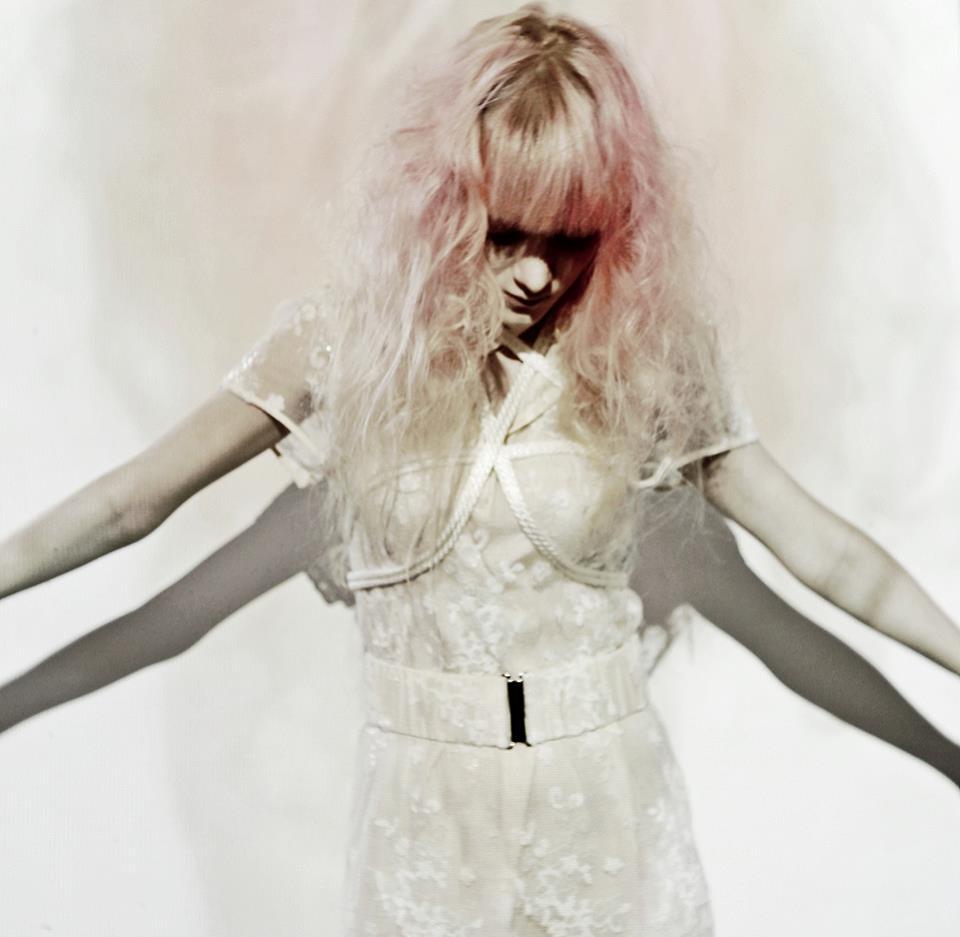 Yöri, de estreno con Capsule EP