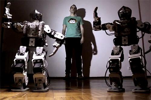 Espaldamaceta, nous sons envoltat de robots