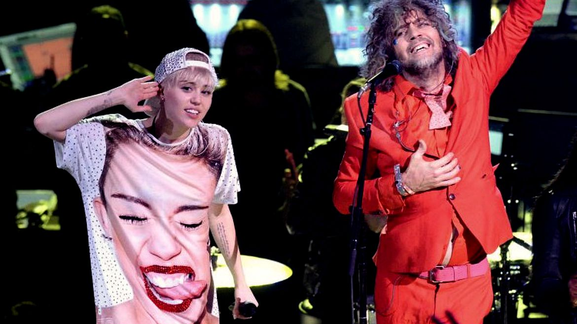 Miley Cyrus y Wayne Coyne (The Flaming Lips) comparten disco