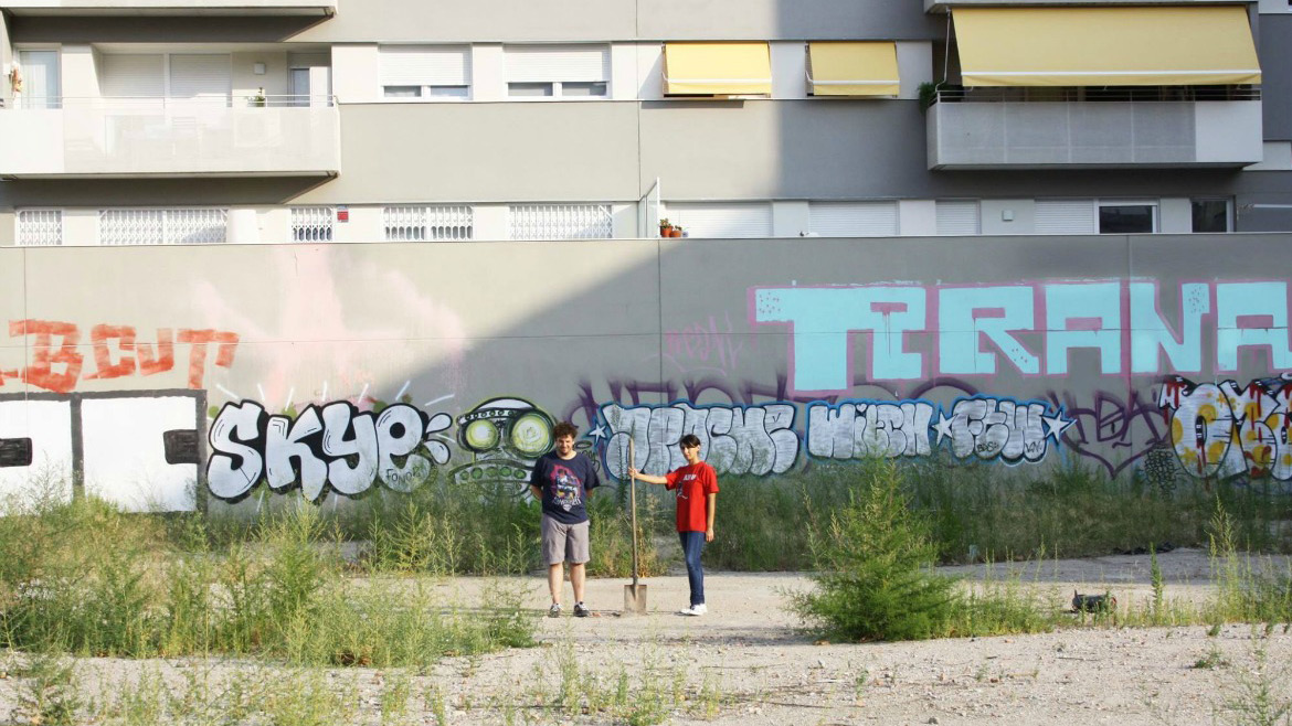 Tirana: entrevista presentando El Divino Estado de la Descomposición